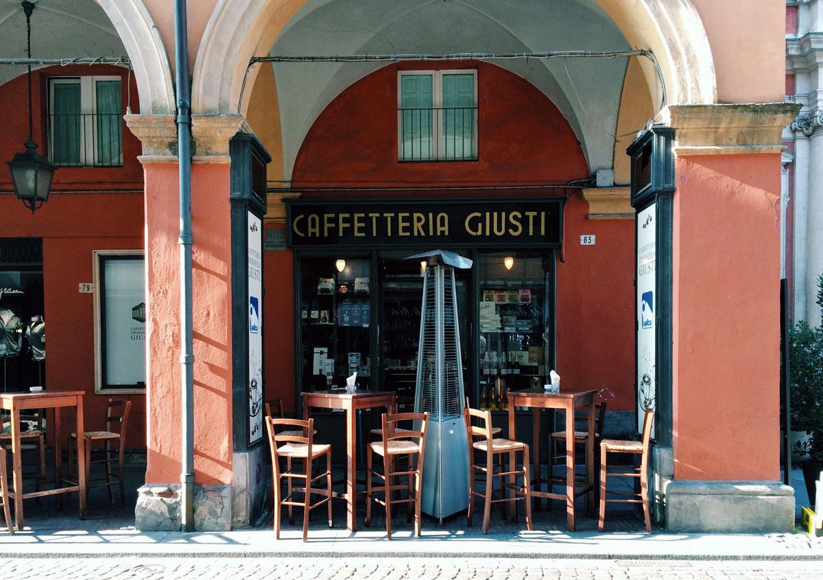 Modena_aperitivo_CaffetteriaGiusti_MyModenaDiary_02OK