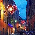 Love love love all we need is love Una stradahellip